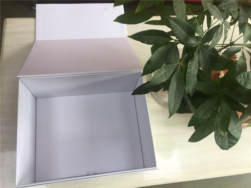 flat cardboard boxes